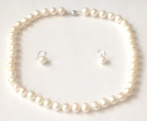 Classic Pearl Jewellery Set by SOMMERSPARKLE