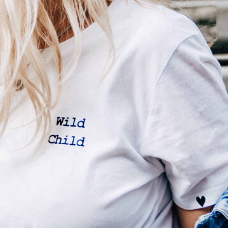 WILD CHILD - white minimalistic statement T-shirt with quote - elegant T-shirt with empowering quote stay wild child oh yaz ecofriendly sustainable T-shirt Brand Antwerpen selfmade