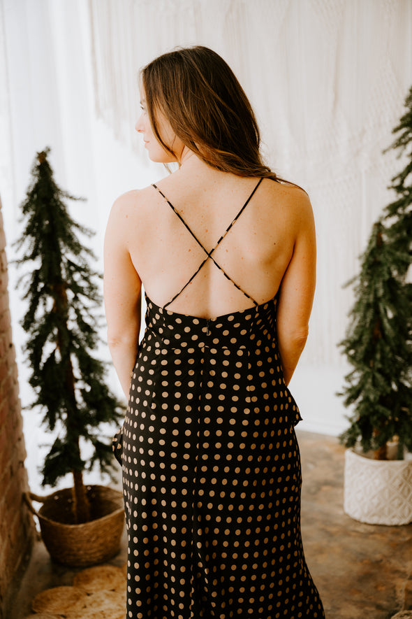 The Veret Marlie high raise jeans have a medium lightly distressed wash and the perfect straight leg.