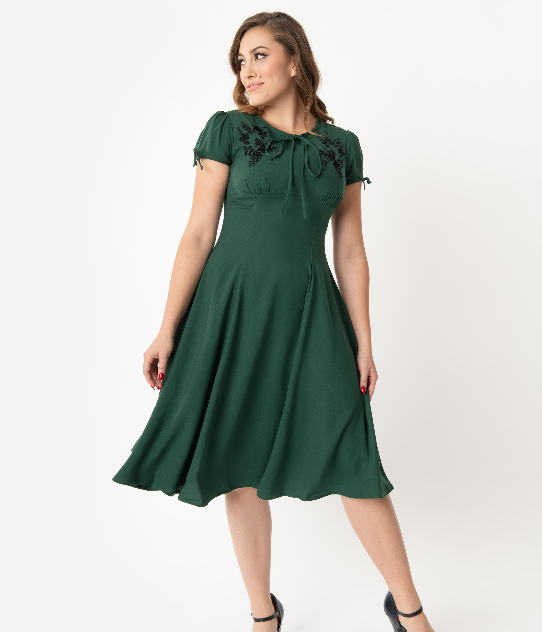 500 Vintage Style Dresses for Sale | Vintage Inspired Dresses 1940S Style Emerald Green  Black Embroidered Floral Ava Swing Dress $78.00 AT vintagedancer.com