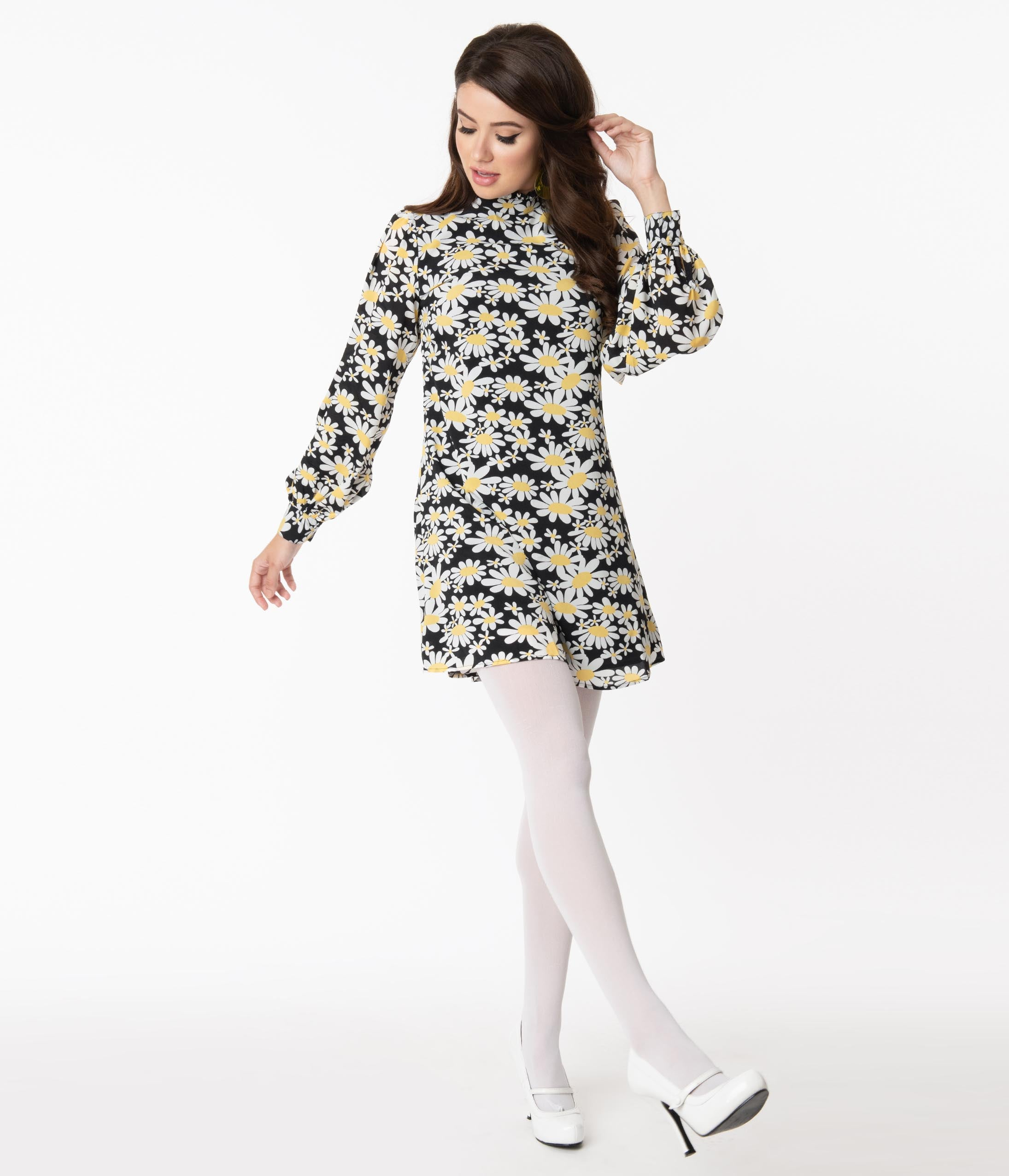 Vintage Style Dresses | Vintage Inspired Dresses Smak Parlour Black Daisy Print Girl Talk Shift Dress $68.00 AT vintagedancer.com