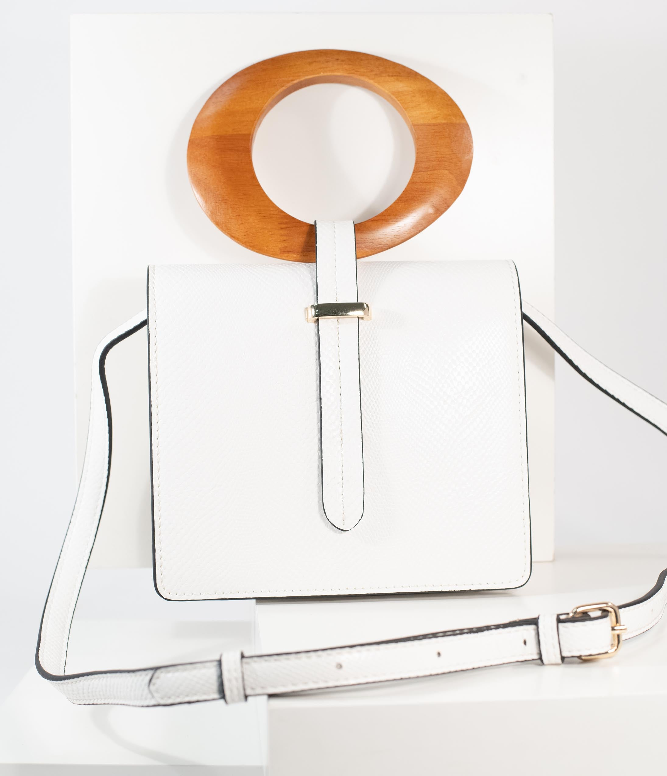 1950s Handbags, Purses, and Evening Bag Styles White Leatherette Wood Handle Crossbody Purse $54.00 AT vintagedancer.com