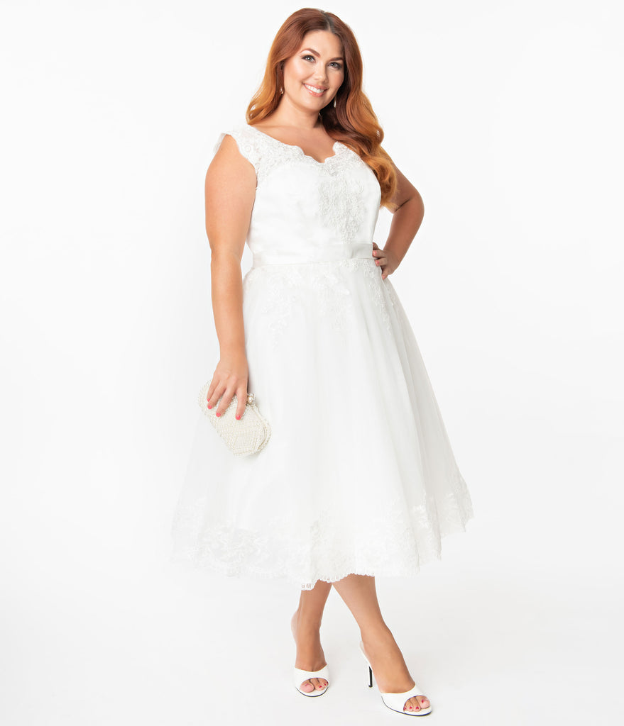 Unique Vintage Plus Size Off White Lace Tropez Bridal Dress