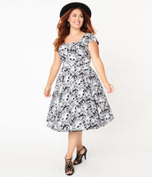 Plus Size Back Zipper Pocketed Fitted Sweetheart Floral Print Elasticized Waistline Swing-Skirt Cap Sleeves Cotton Dress