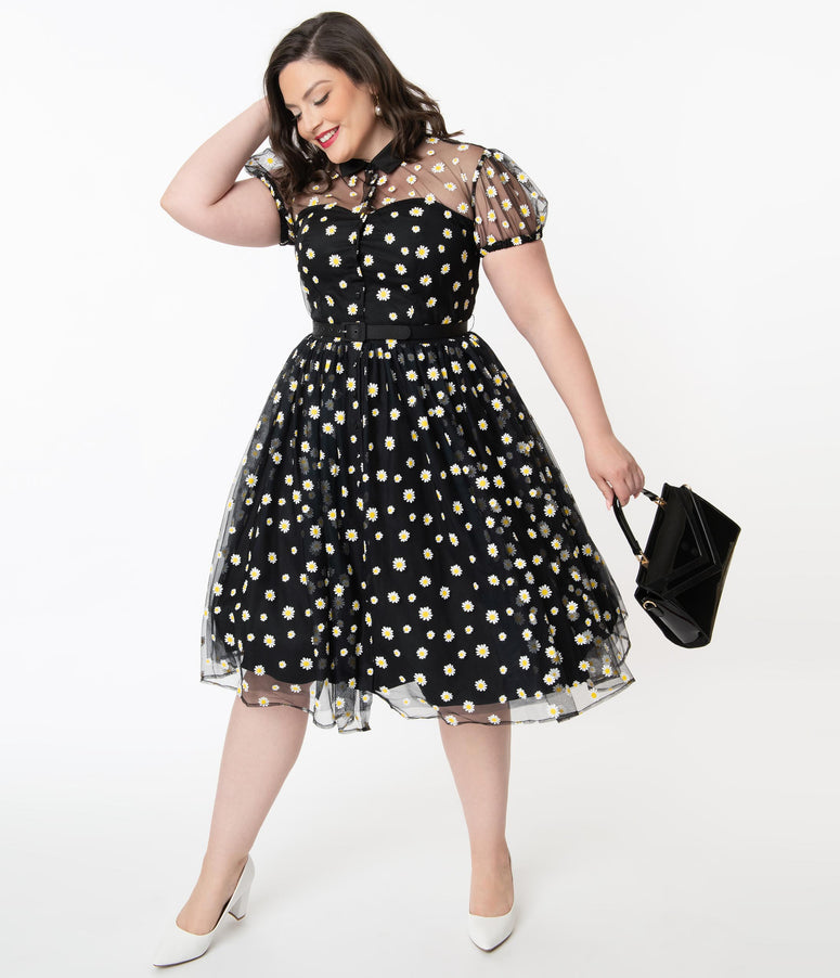 Unique Vintage Plus Size Black & White Daisy Print Hollie Swing Dress