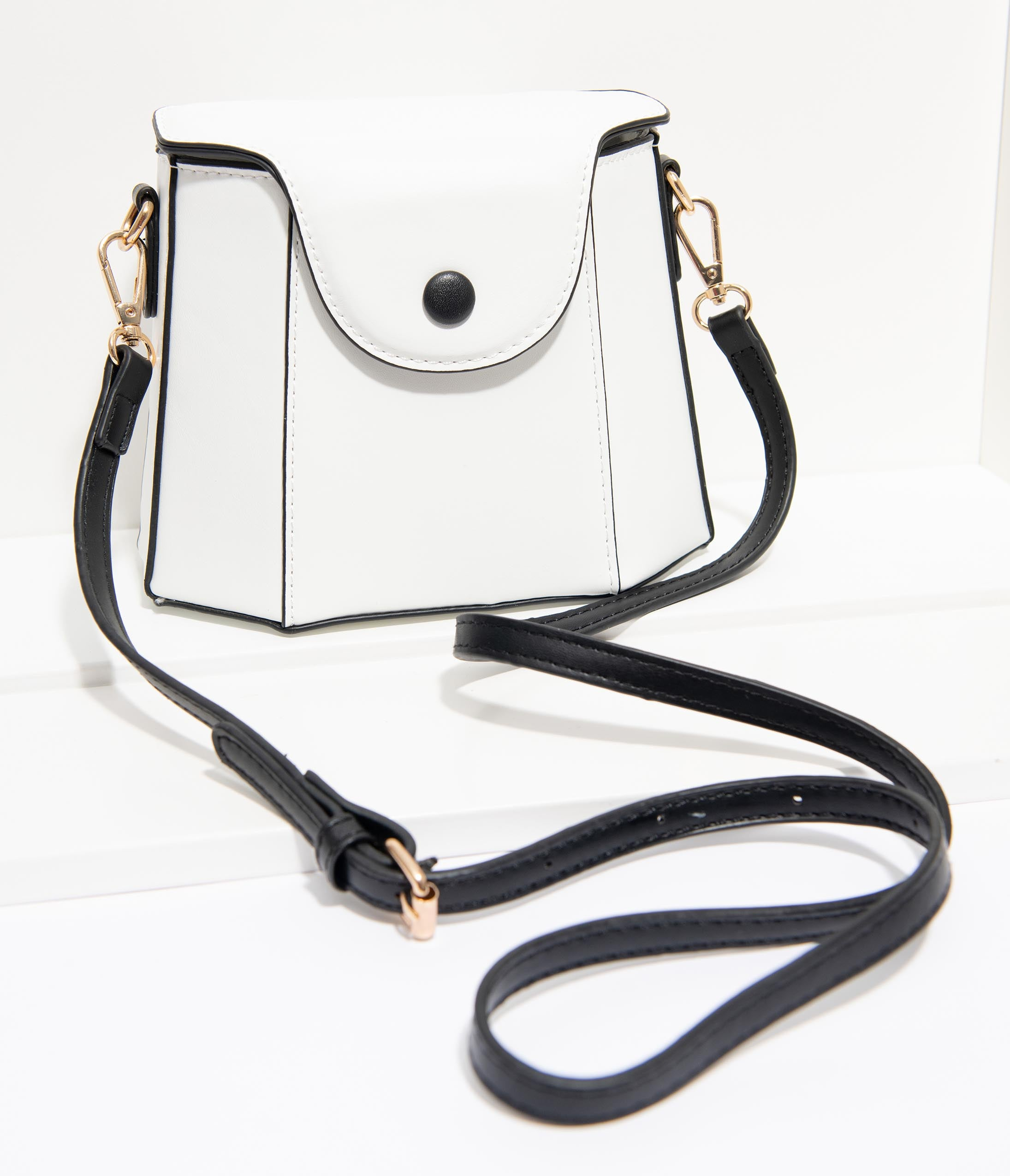 60s Mod Clothing Outfit Ideas Unique Vintage White Leatherette Geometric Crossbody $44.00 AT vintagedancer.com