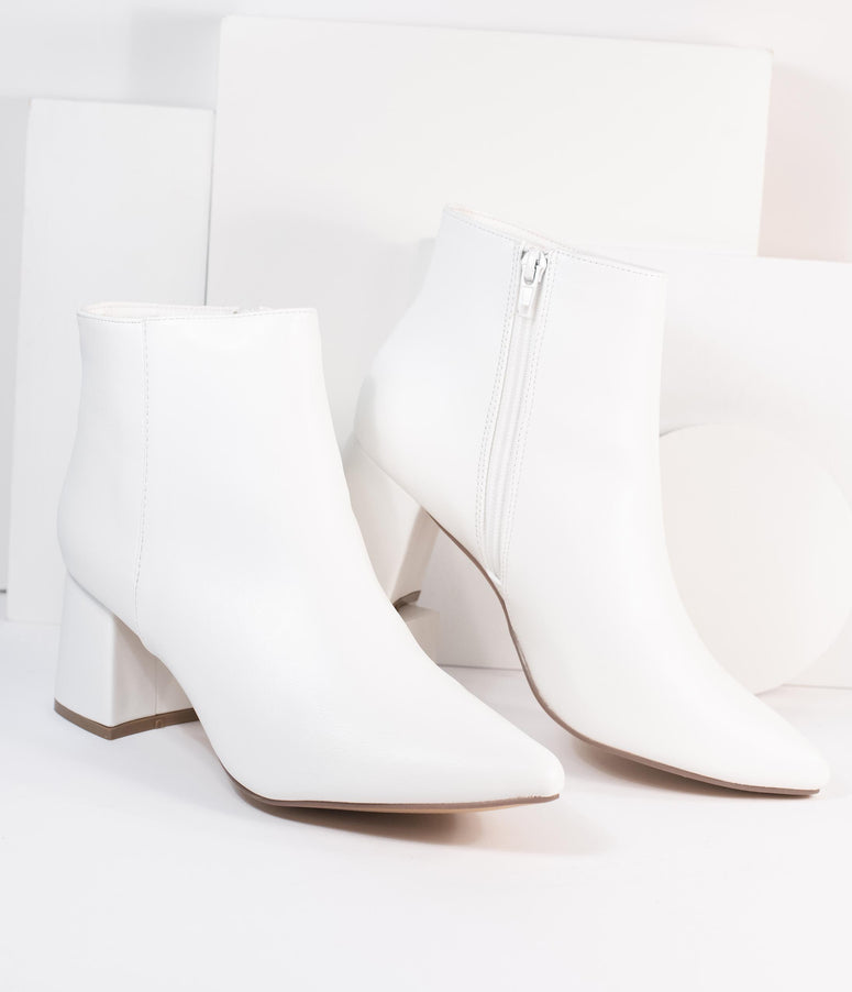 1960s White Leatherette Pointed Toe Heel Booties