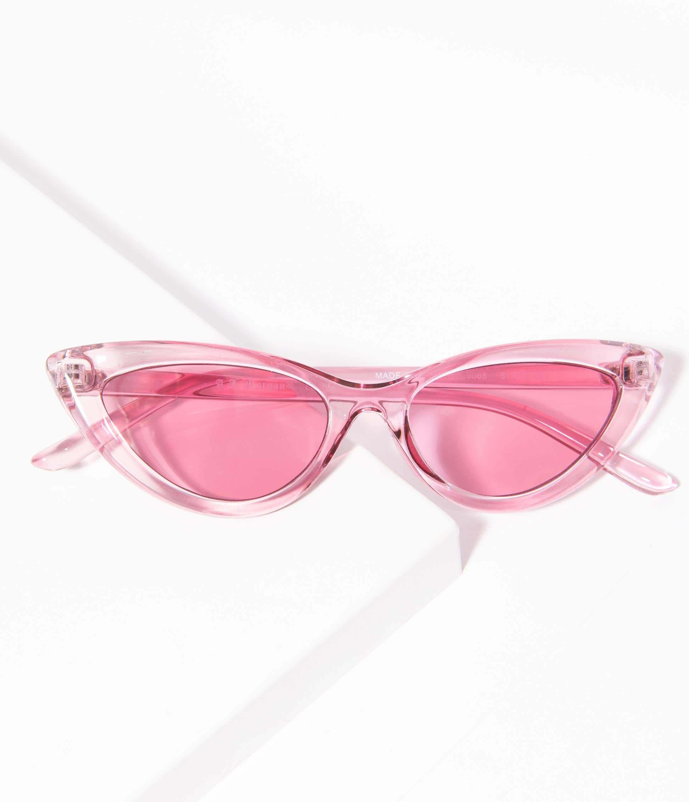 What Did Women Wear in the 1950s? 1950s Fashion Guide 1950S Style Pink Crystal 7 Year Itch Cat Eye Sunglasses $24.00 AT vintagedancer.com