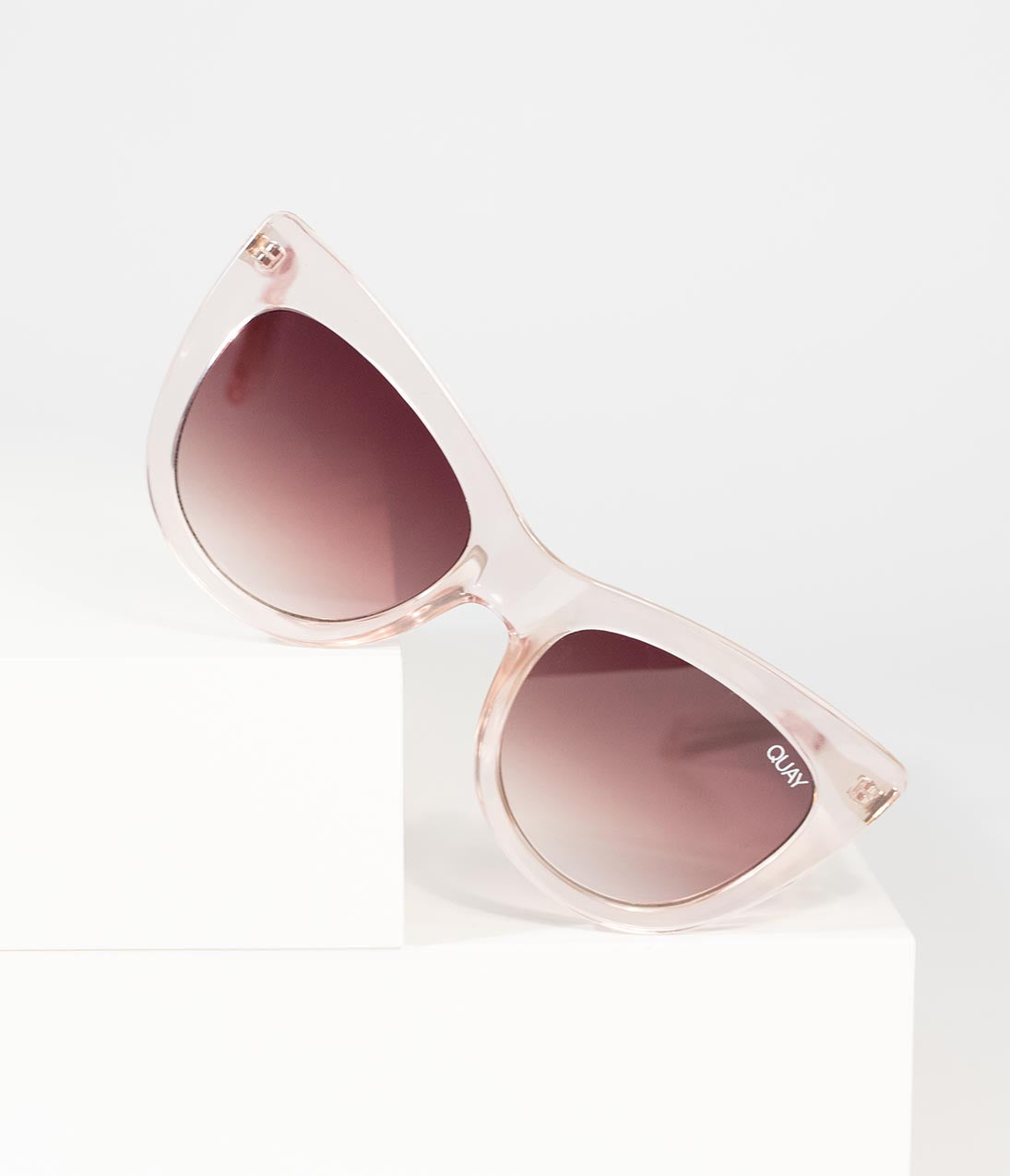 85ff78e0fd4f Women s 1940s Sunglasses History with Pictures
