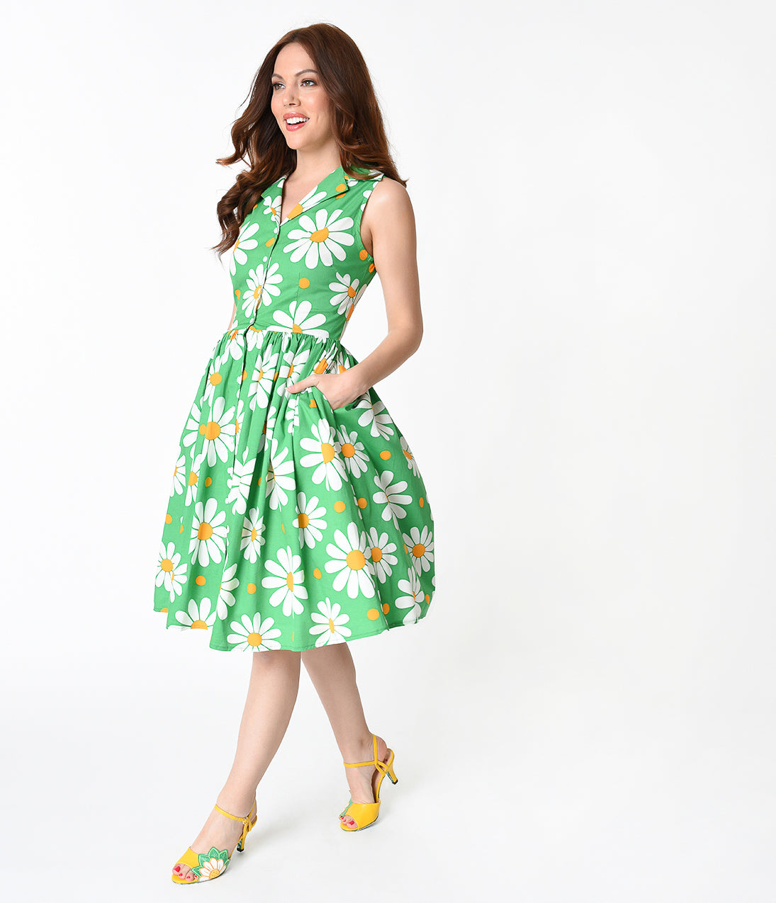 500 Vintage Style Dresses for Sale Banned Green  White Daisy Print Button Up Cotton Swing Dress $78.00 AT vintagedancer.com