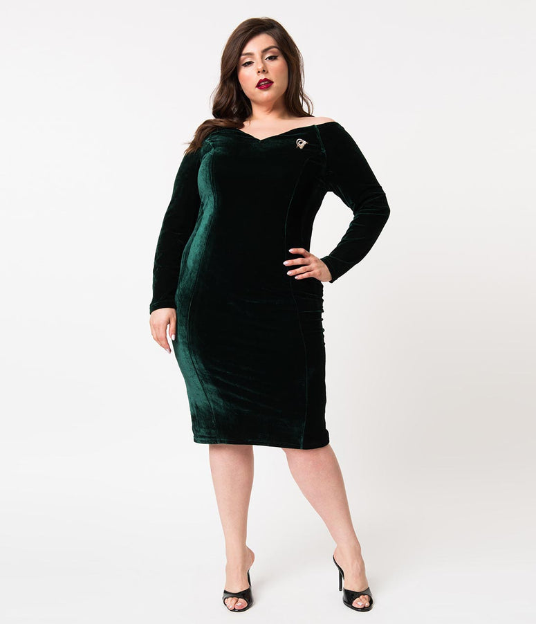 Unique Vintage Plus Size 1960s Emerald Green Velvet Long Sleeved Cape Cod Wiggle Dress