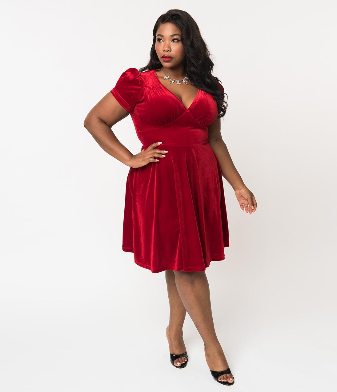 1950s Dresses, 50s Dresses | 1950s Style Dresses Hell Bunny Plus Size Red Velvet Short Sleeve Flare Holiday Dress $78.00 AT vintagedancer.com