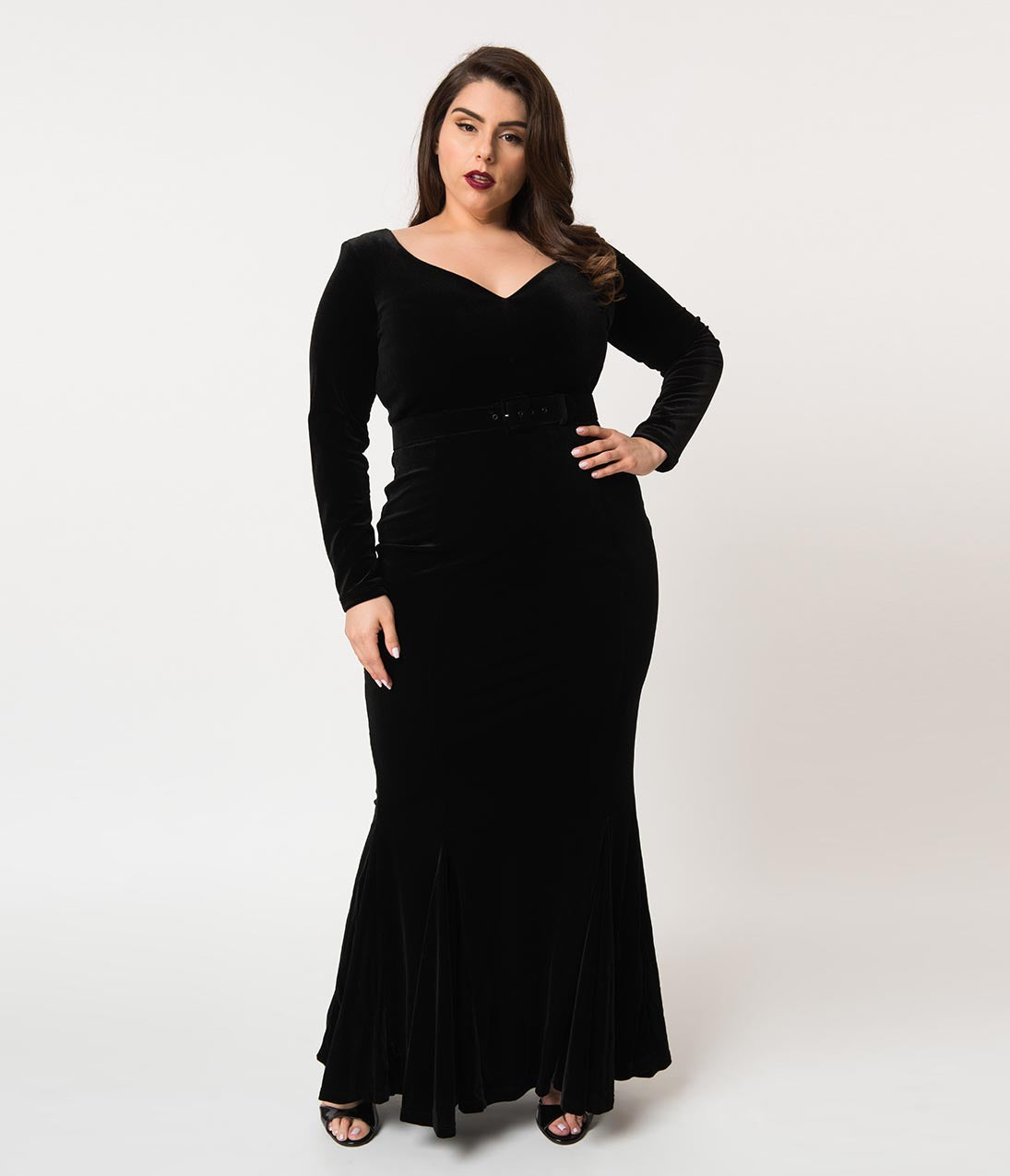 1930s Art Deco Plus Size Dresses | Tea Dresses, Party Dresses La Femme En Noir Plus Size Black Velvet Long Sleeve Mermaid Marilyn Gown $232.00 AT vintagedancer.com