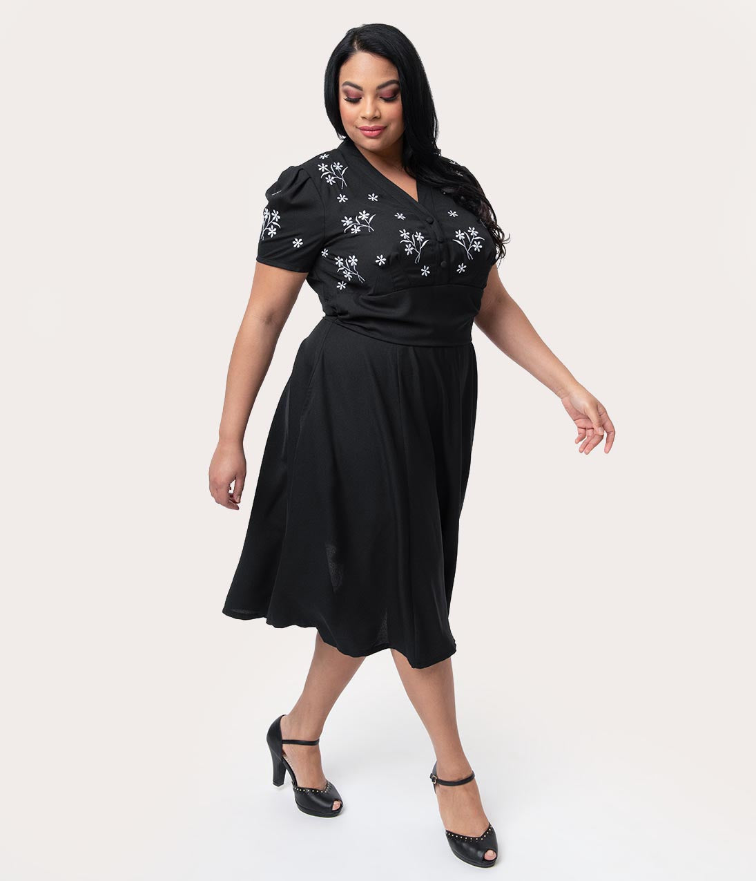 1940s Plus Size Fashion: Style Advice from 1940s to Today Plus Size 1940S Style Black  White Florals Short Sleeve Sadie Swing Dress $78.00 AT vintagedancer.com