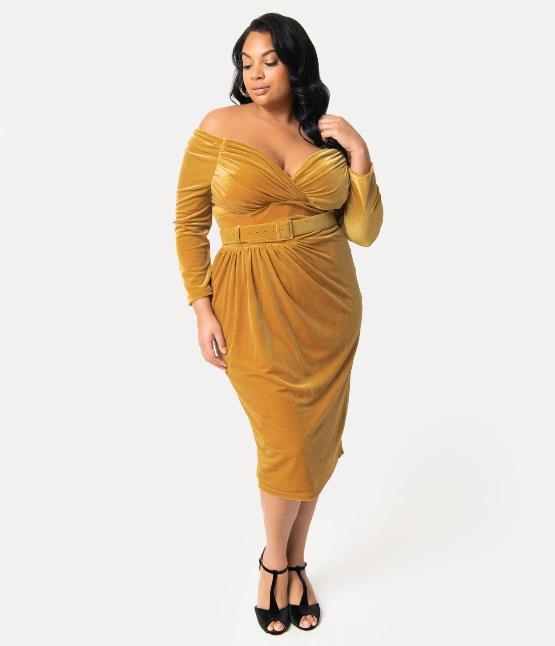 1950s Plus Size Dresses, Clothing and Costumes Vixen By Micheline Pitt Plus Size Gold Velvet Starlet Wiggle Dress $170.00 AT vintagedancer.com