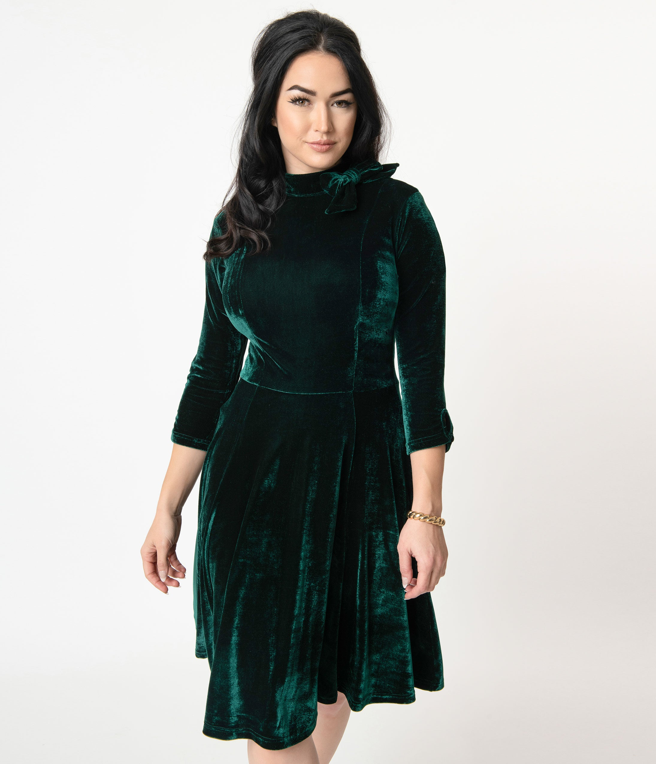 Vintage Christmas Gift Ideas for Women Unique Vintage Emerald Velvet Three-Quarter Sleeved Parker Flare Dress $98.00 AT vintagedancer.com
