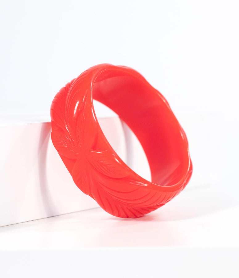 Red Bakelite Tropical Leaf Carved Bangle Bracelet