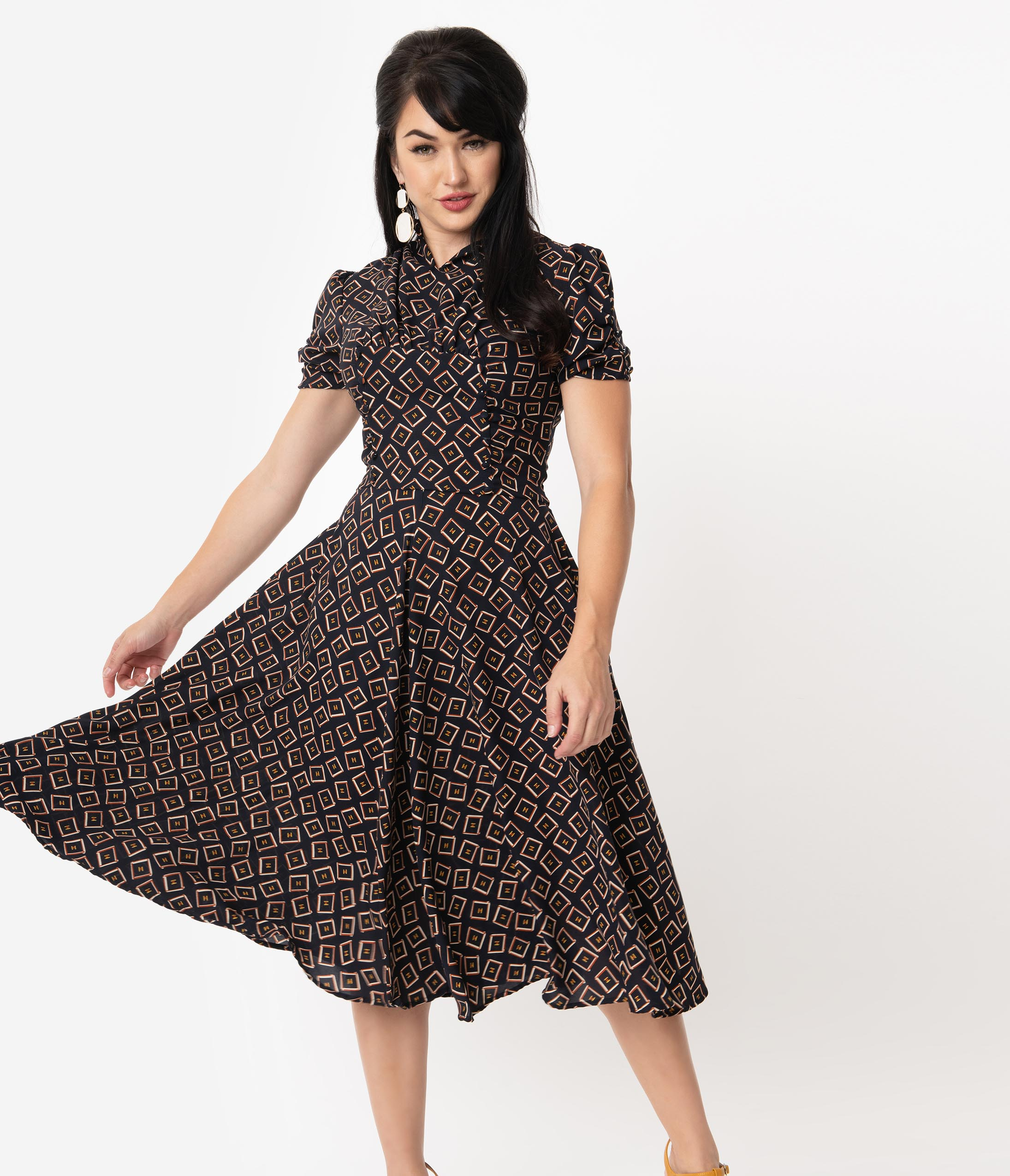 500 Vintage Style Dresses for Sale | Vintage Inspired Dresses Unique Vintage 1940S Style Black Box Print Camilla Midi Dress $88.00 AT vintagedancer.com