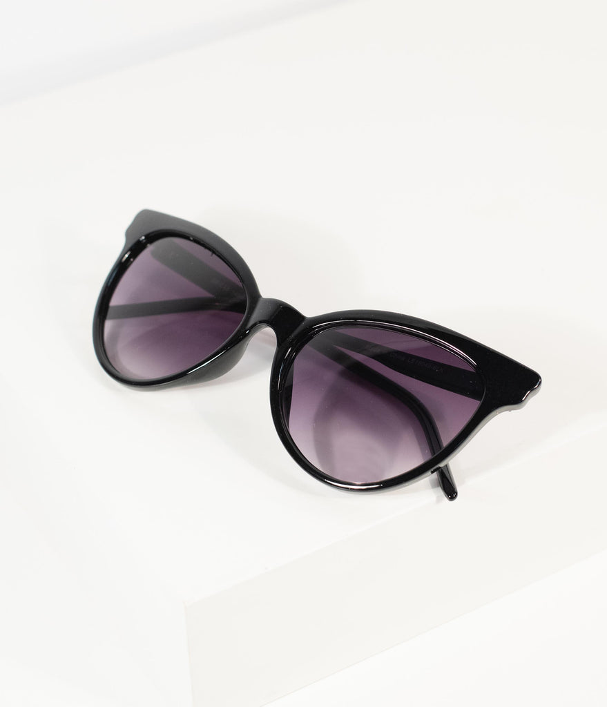 1950s Style Gleaming Black Cat Eye Sunglasses