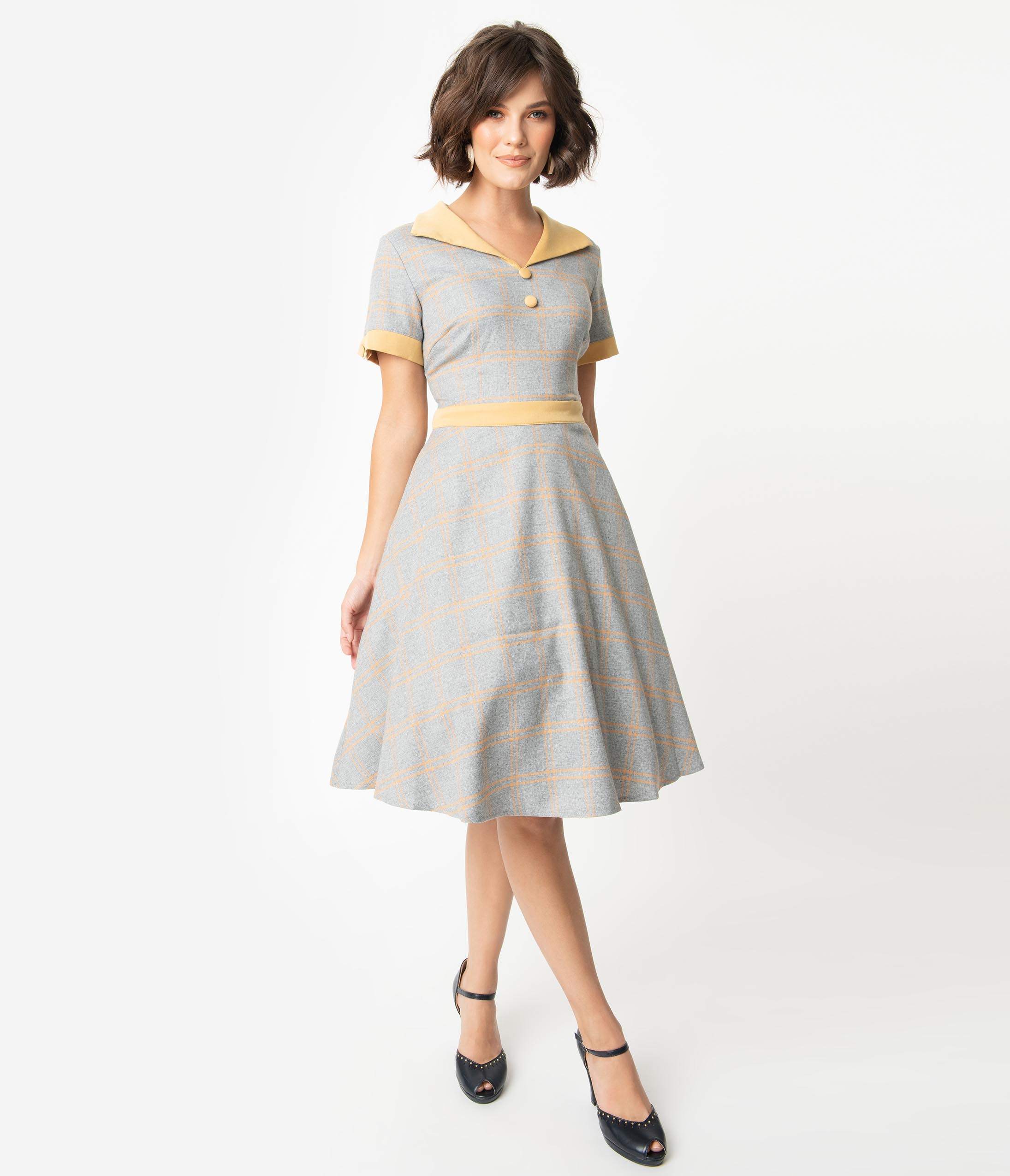 Fifties Dresses : 1950s Style Swing to Wiggle Dresses 1950S Style Grey  Yellow Check Woven Short Sleeve Swing Dress $78.00 AT vintagedancer.com