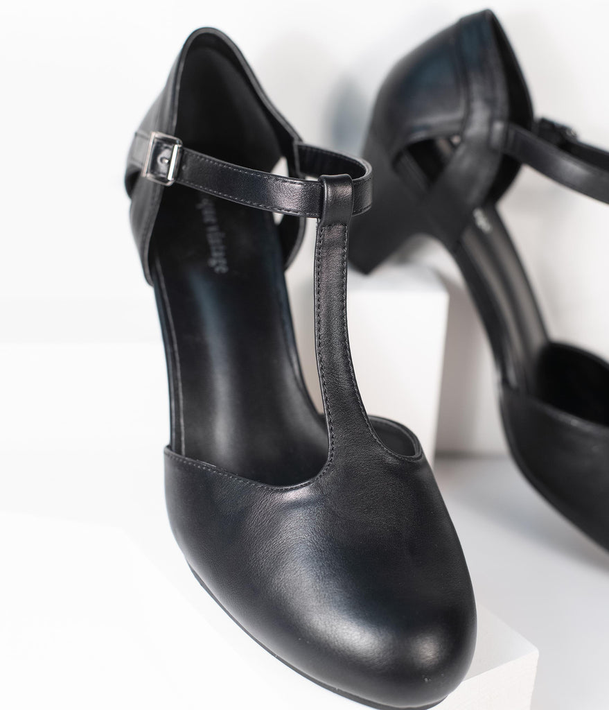 Unique Vintage Black Leatherette Closed Toe T-Strap Roxy Pumps