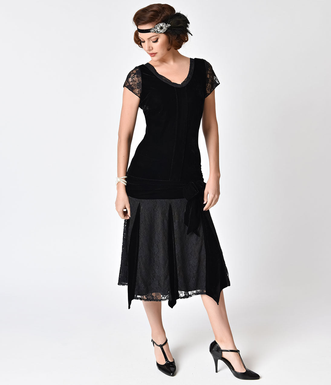 Roaring 20s Costumes- Flapper Costumes, Gangster Costumes Velvet Short Sleeve Millie Flapper Dress $71.00 AT vintagedancer.com