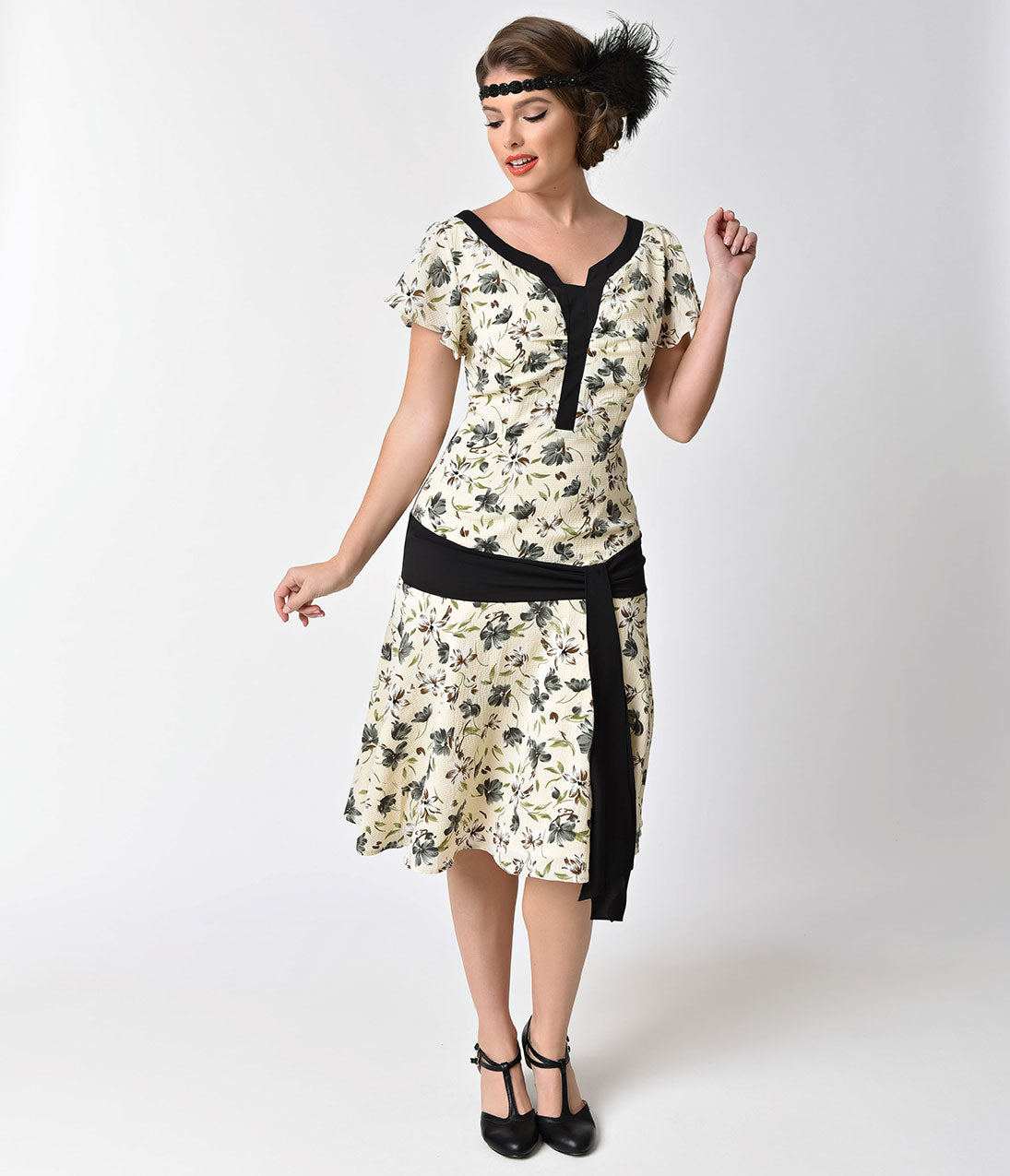 1920s Style Dresses, Flapper Dresses 1930s Style Cream & Floral Ridley Flapper Day Dress $47.00 AT vintagedancer.com