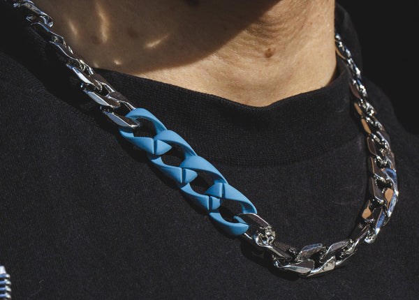 Chunky Neckchain in Silver with Blue Rubber Links - designblondon