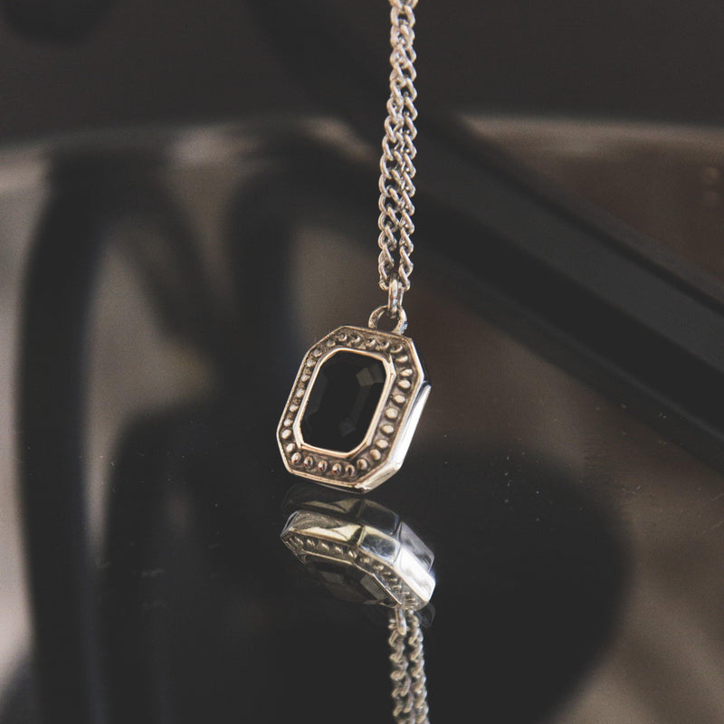 Black Cut Necklace in Silver 𝙎𝙩𝙖𝙞𝙣𝙡𝙚𝙨𝙨 𝙎𝙩𝙚𝙚𝙡