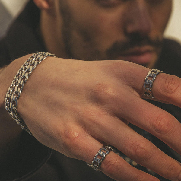 Curb chain ring in Silver 𝙎𝙩𝙖𝙞𝙣𝙡𝙚𝙨𝙨 𝙎𝙩𝙚𝙚𝙡