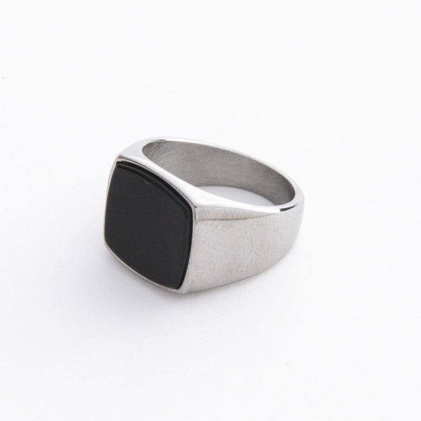 Signet Ring with Black Stone in Silver 𝙎𝙩𝙖𝙞𝙣𝙡𝙚𝙨𝙨 𝙎𝙩𝙚𝙚𝙡