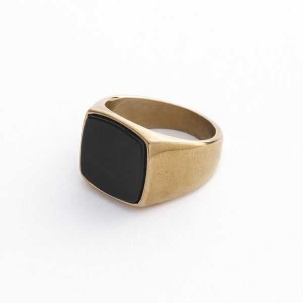 Gold Signet Ring With Black Stone | DesignB - designblondon