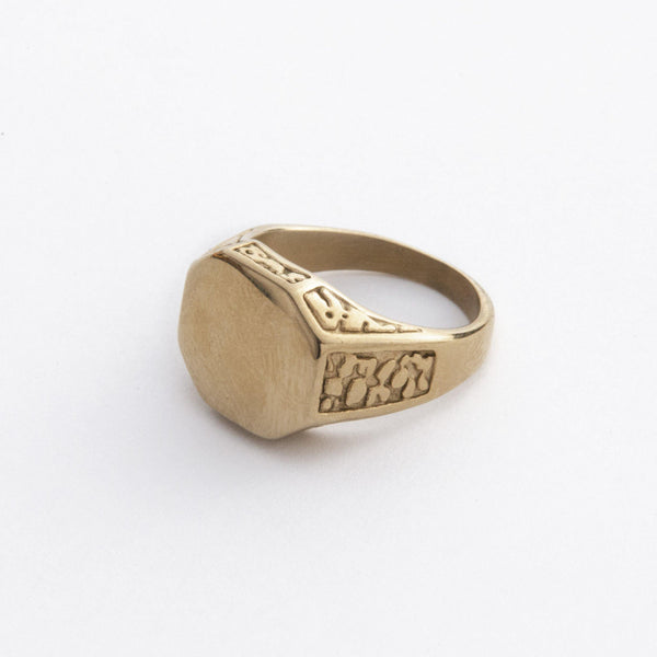 Engraved Gold Signet Ring | DesignB - SEO - designblondon