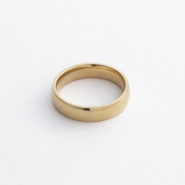 Essential Band Ring in Gold 𝙎𝙩𝙖𝙞𝙣𝙡𝙚𝙨𝙨 𝙎𝙩𝙚𝙚𝙡