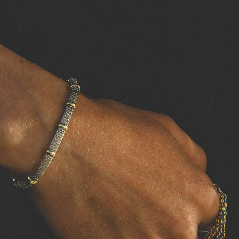 Bracelet In Silver With Gold Ring Detail & Magnetic Clasp