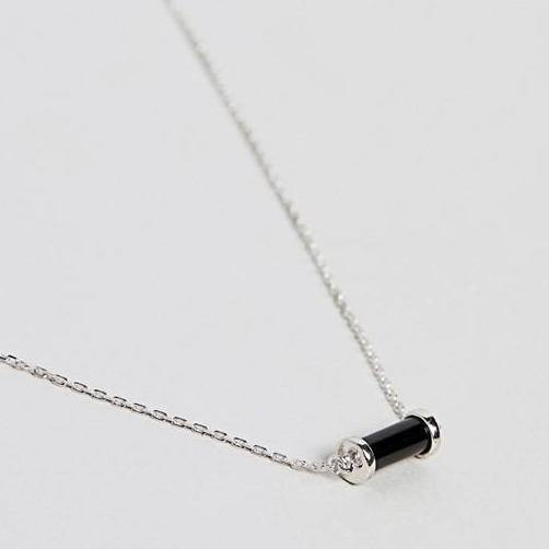 DesignB Sterling Silver Short Necklace With Black Charm