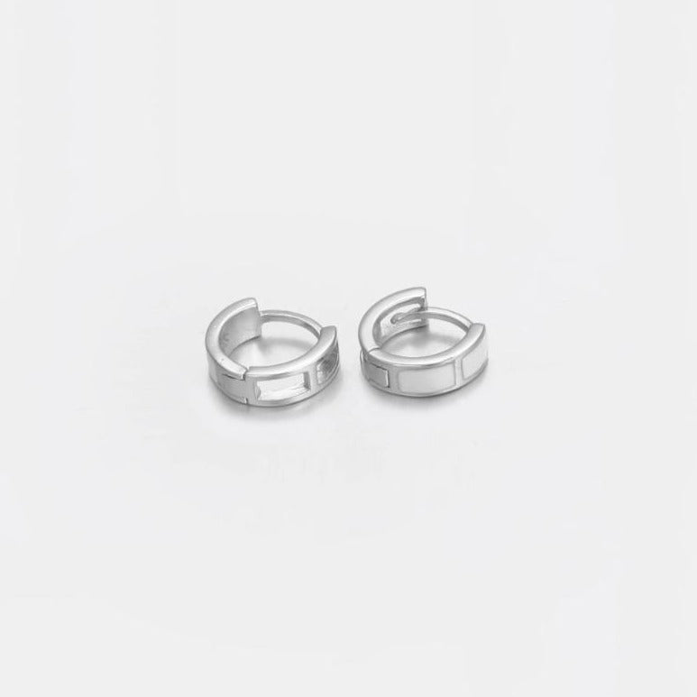 Designb white band huggie earings in sterling silver