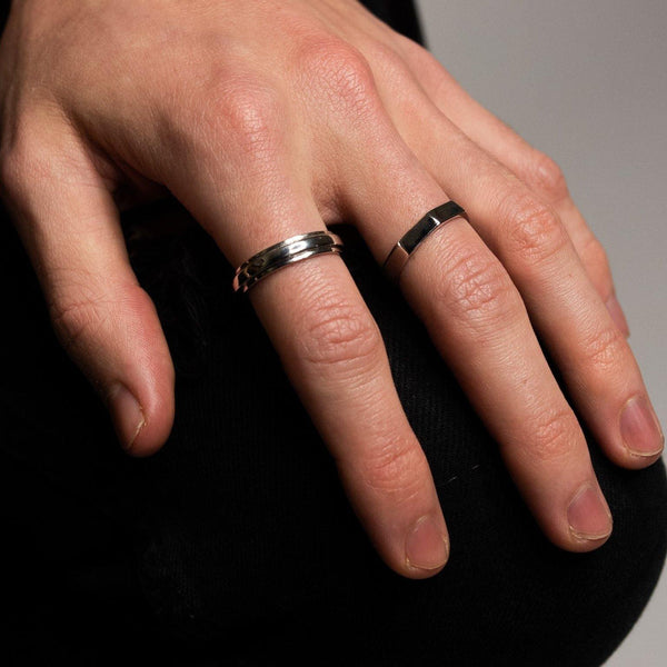 DesignB sterling silver ring with spinning band