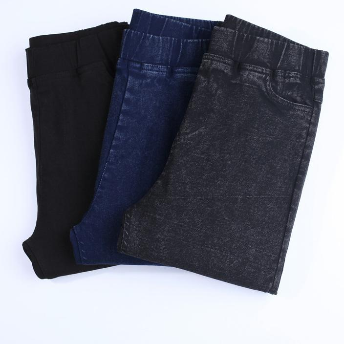 Casual Jean Leggings - Soft - Curvy - FREE SHIPPING - Unique Boutique - These super soft, jean leggings have elasticity and will go with anything in your wardrobe. They feature a high waistline, elastic closure, full length and pockets. Your choice of black, charcoal or blue. From our unique boutique. From our unique boutique. Description: Waist: High, Closure: Elastic Waist, Fashion Element: Pockets, Length: Full, Material: Polyester