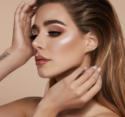 ACCENT LIGHT HIGHLIGHTER PALETTE - THE FLASH ON MODEL