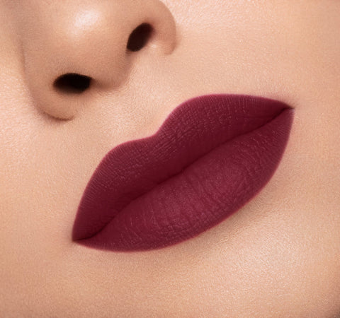 MATTE LIPSTICK - JELLY ON MODEL