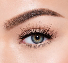 PREMIUM LASHES -  IRRESISTIBLE ON MODEL