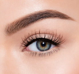 PREMIUM LASHES -  MESMERIZED ON MODEL