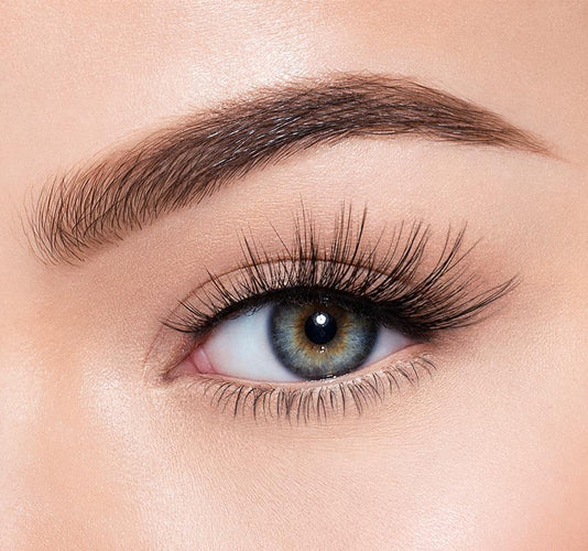 FLIRT ALERT - MORPHE PREMIUM LASHES ON MODEL
