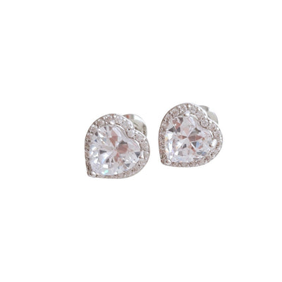 Silver heart earrings made of cubic zirconia for brides