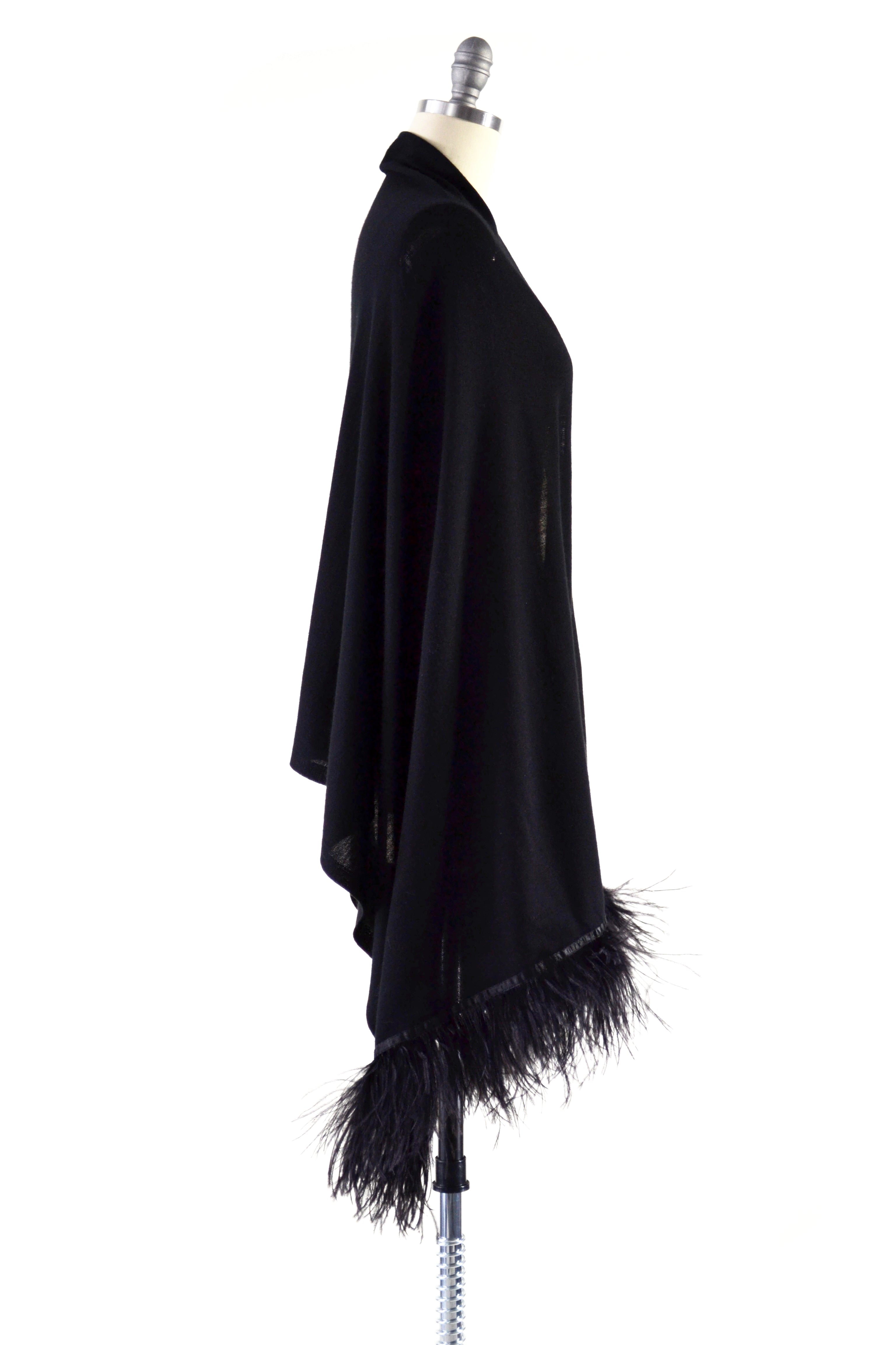 Fine Cashmere Wrap with Double Ostrich Feathers in Black