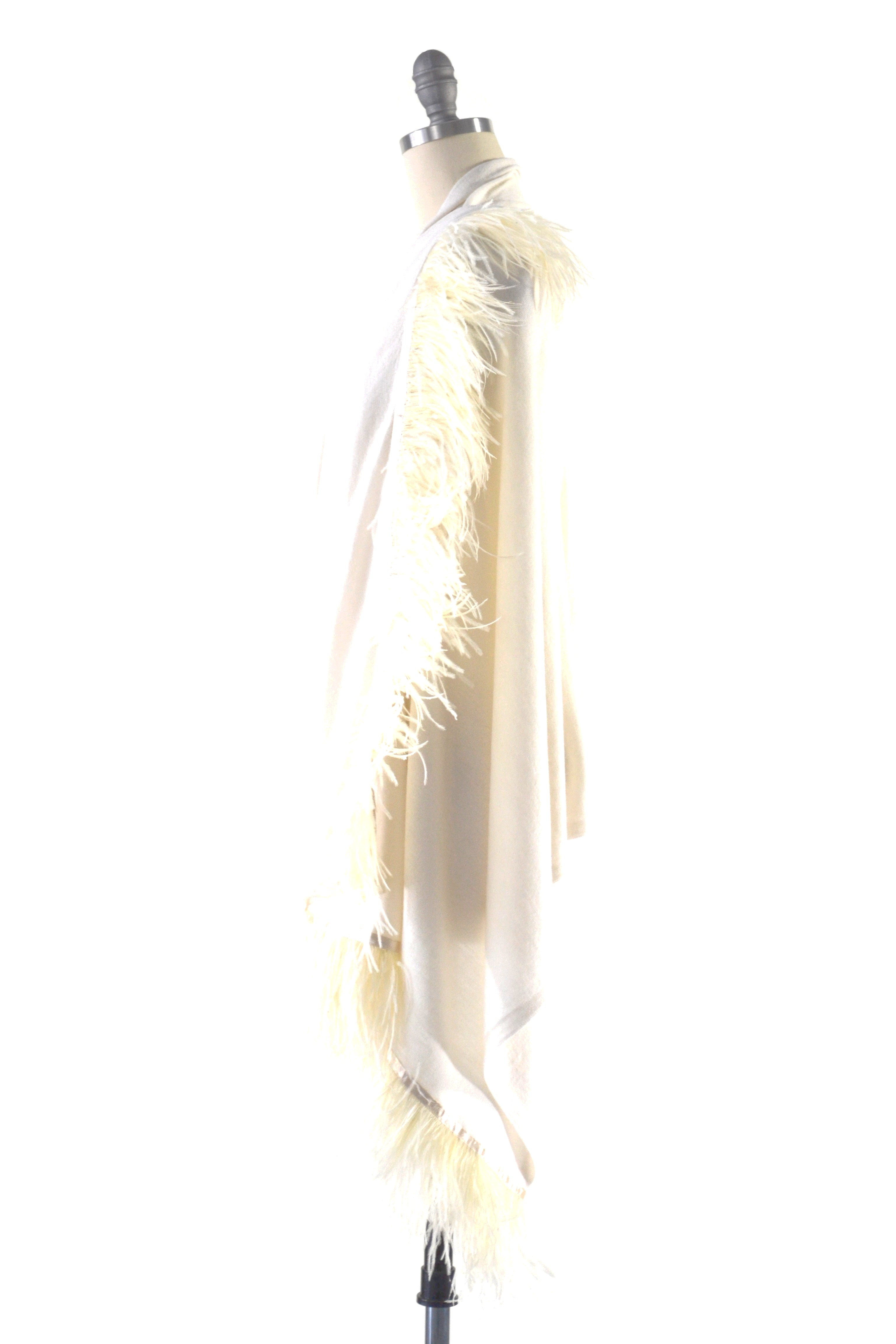 Fine Cashmere Wrap with Double Ostrich Feathers in Ivory