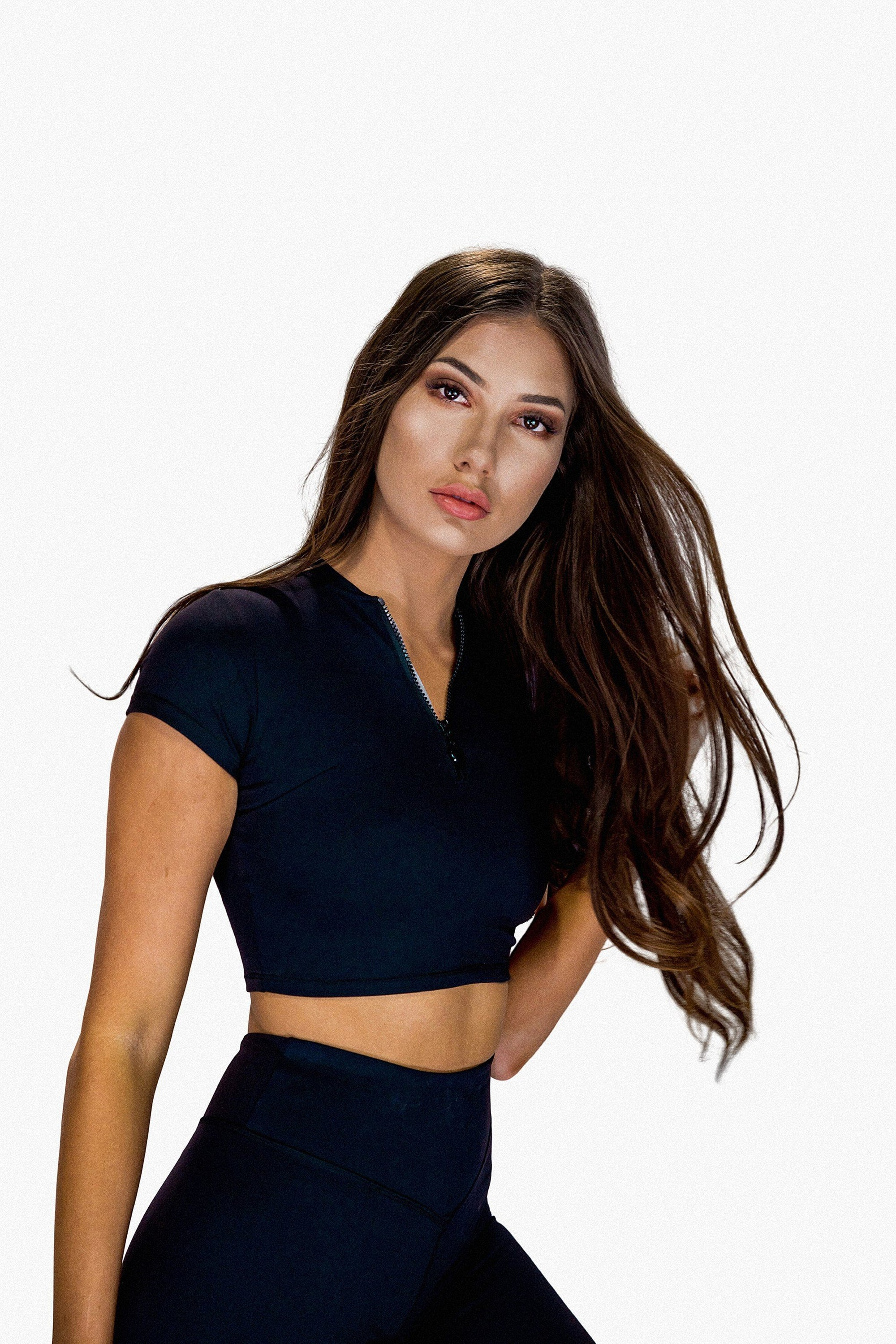 GIGI Kylee Crop Top - Black