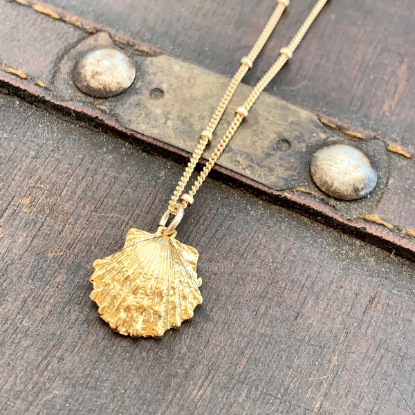 Golden Scallop Sea Shell Necklace 14k