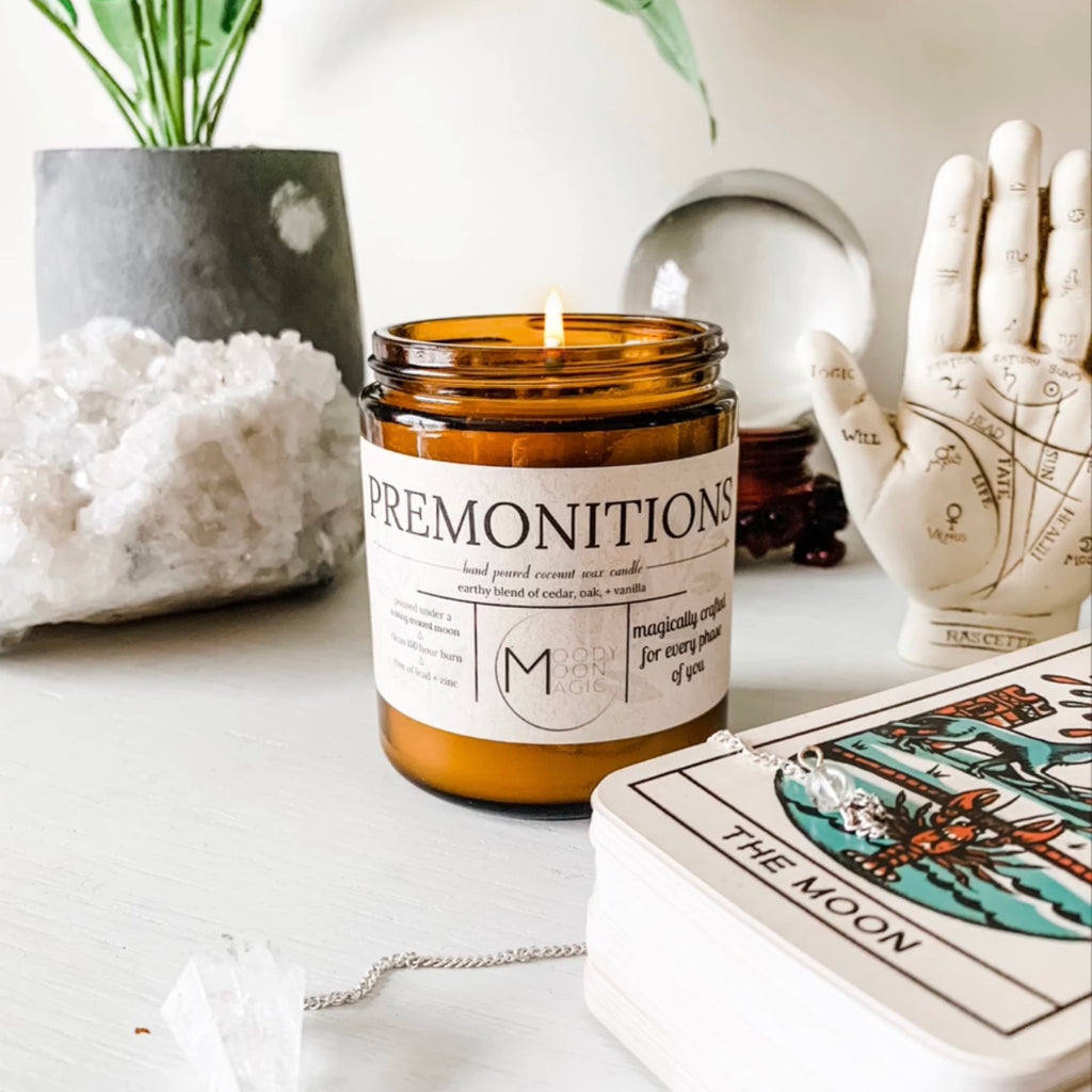Mood Moon Magic Premonitions Candle. Candle scented with vanilla and topped with organic lavender buds and forget me not to heighten your intuition.